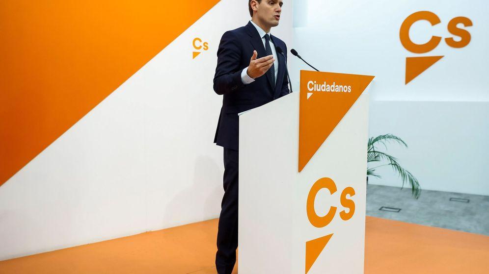 Foto: El líder de Ciudadanos, Albert Rivera, durante la rueda de prensa que ha ofrecido en la madrileña sede de la calle de Alcalá. (EFE)