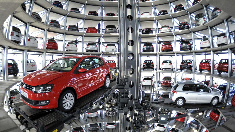 Foto: Coches Volkswagen en una feria de automóviles. (Reuters)