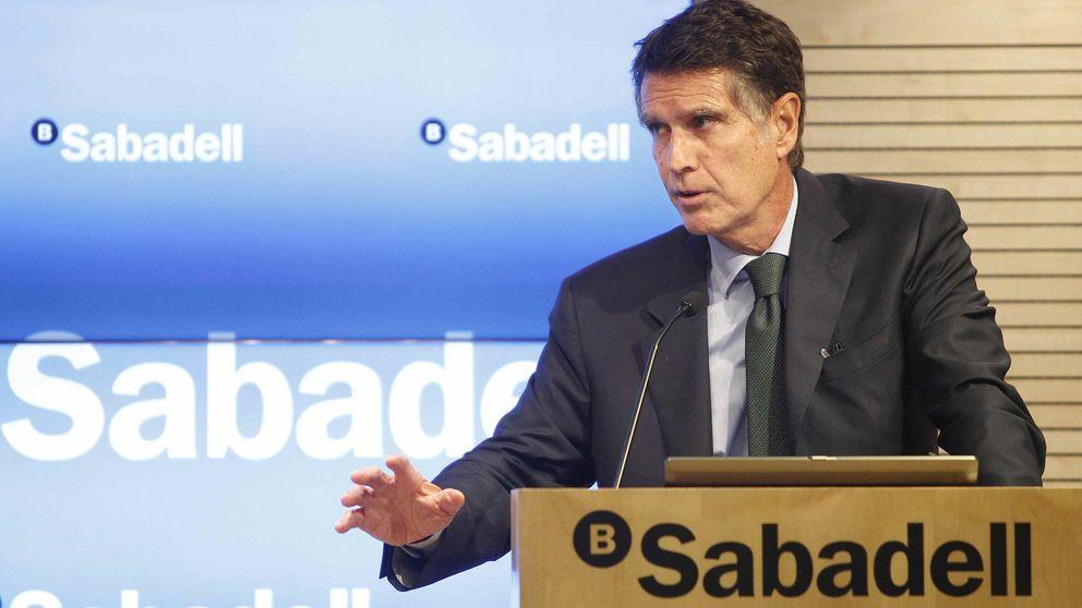 Sabadell abre la veda: devuelve el exceso de comisiones cobrado en los fondos