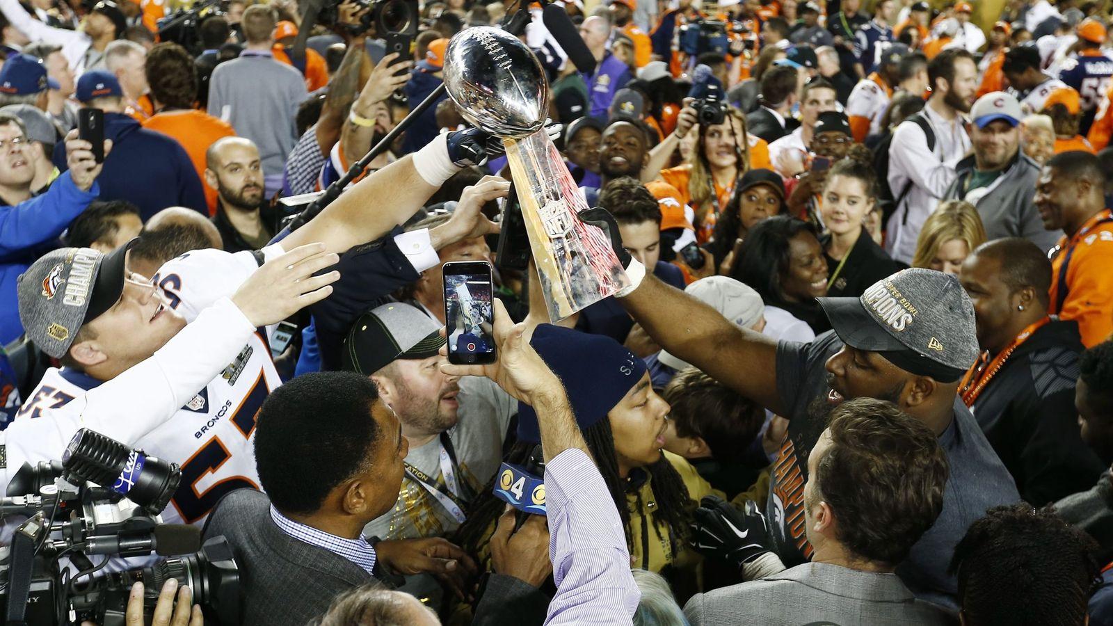 Foto: Los jugadores de los Denver Broncos celebran el título de la 50ª Super Bowl (Efe).
