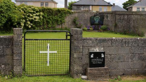 Hallan un gran número de niños enterrados en una fosa de un convento irlandés