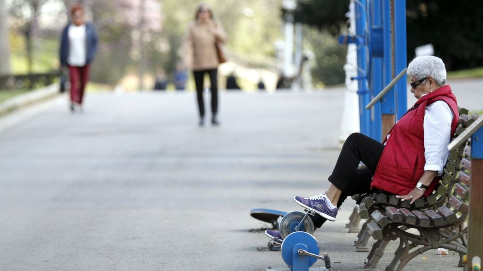 Foto: Una pensionista realiza ejercicio. (EFE)