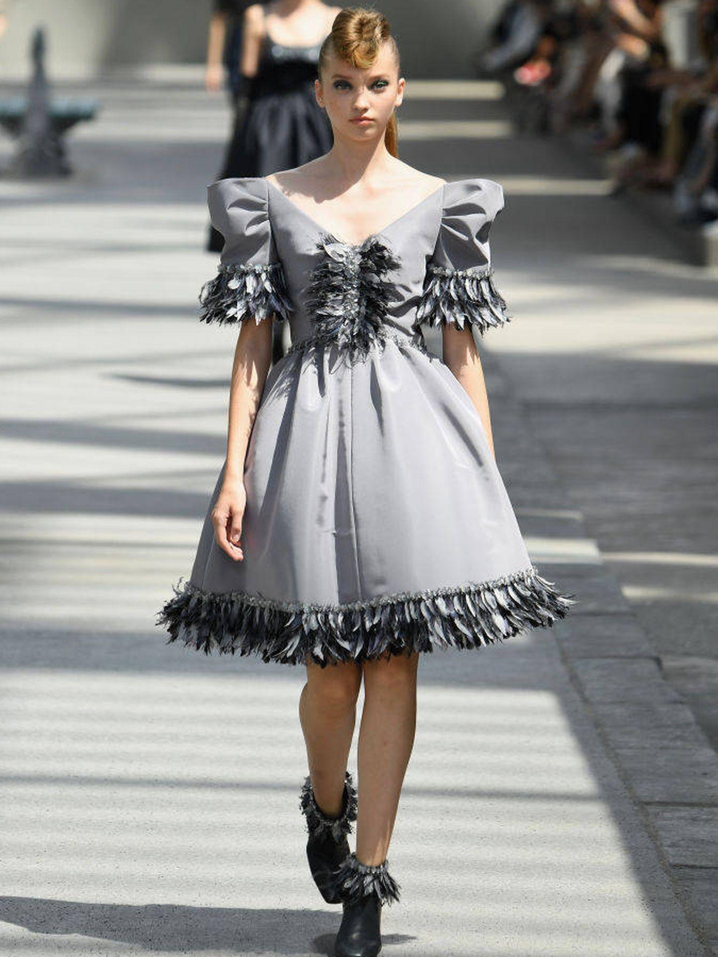 Modelo con vestido de la colección de Alta Costura de Chanel Fall Winter 2018/2019 (Pascal Le Segretain/Getty Images).