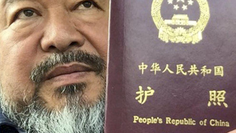 El artista Ai Weiwei recupera su pasaporte tras años sin salir de China