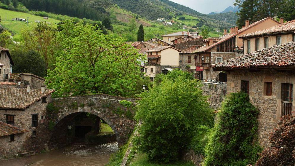 Foto: Blancos o de apariencia medieval. Pueblos como Potes, en Cantabria, te están esperando. (Fotos: Toprural)