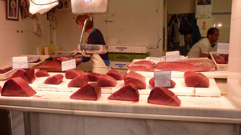 Puesto de venta de atún rojo de almadraba en el mercado de Barbate. (M. García Rey / ICIJ)