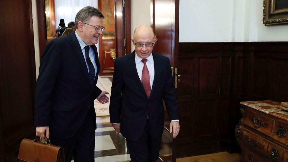 Foto: Ximo Puig y Cristóbal Montoro, la semana pasada, en la reunión que ambos mantuvieron en el Ministerio de Hacienda. (EFE)