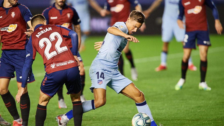 Llorente se cuela entre la defensa de Osasuna (Reuters)