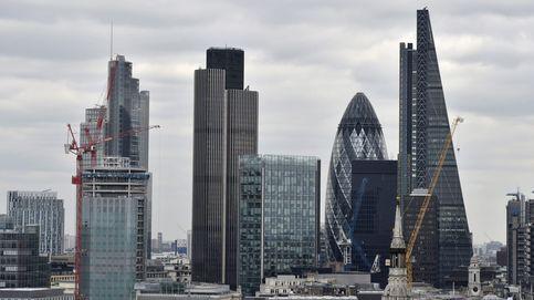 Rebelión en la City: los accionistas fuerzan a los banqueros a moderar su avaricia ilimitada