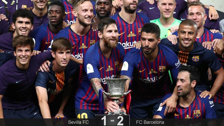 Foto: Los jugadores del FC Barcelona posan con el trofeo de la Supercopa de España. (Reuters)