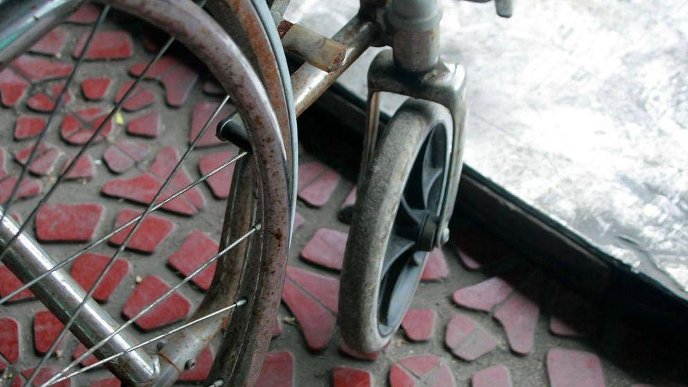 La pesadilla de vivir en silla de ruedas: buzones, garajes y piscinas inaccesibles