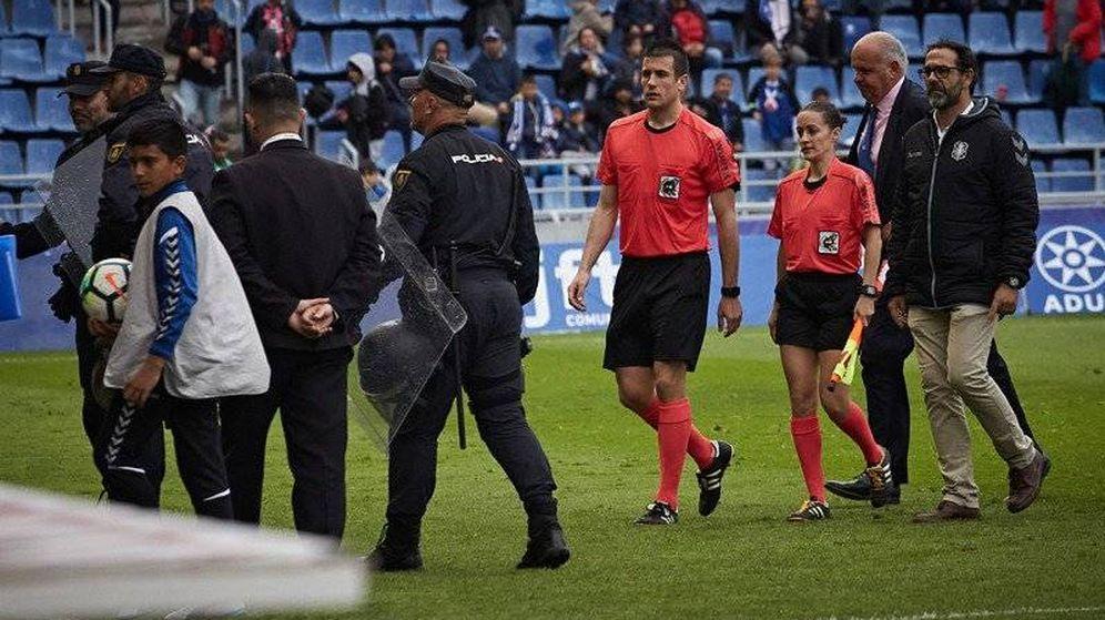 El Tenerife-Huesca, parado 15 minutos por agresión (monedazo) a una ...