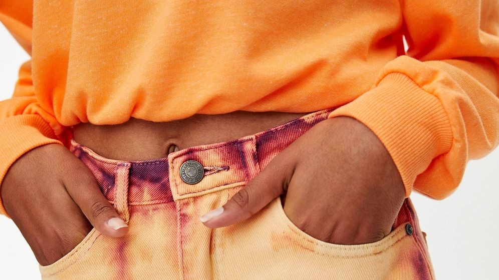 Foto: Los pantalones que unen a influencers y celebs. (Cortesía Pull and Bear)