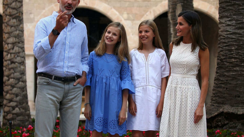 El posado familiar en La Almudaina en 2018. (Reuters)
