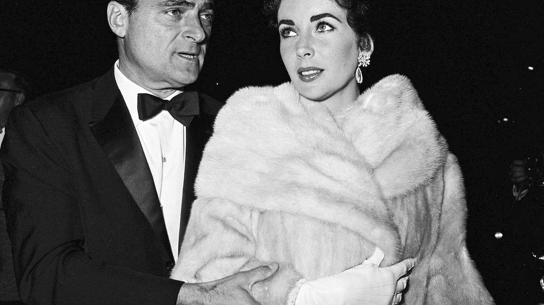Elizabeth Taylor y el productor Mike Todd, en una imagen de 1950. (EFE)