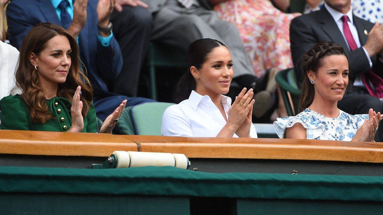 Kate Middleton, Meghan Markle y Pippa Middleton, en Wimbledon en 2019. (Cordon Press)