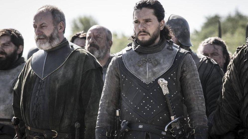 Foto: Jon Snow y Ser Davos, listos para entrar en combate en 'Juego de tronos'. (HBO)
