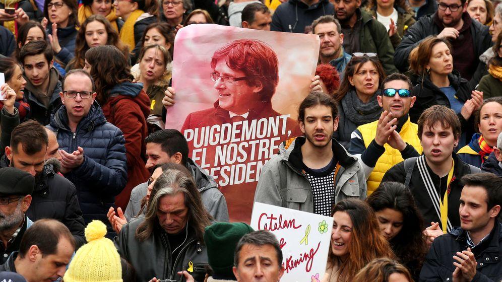 Foto: Manifestación en protesta por la detención del expresidente de la Generalitat Carles Puigdemont. (Reuters)