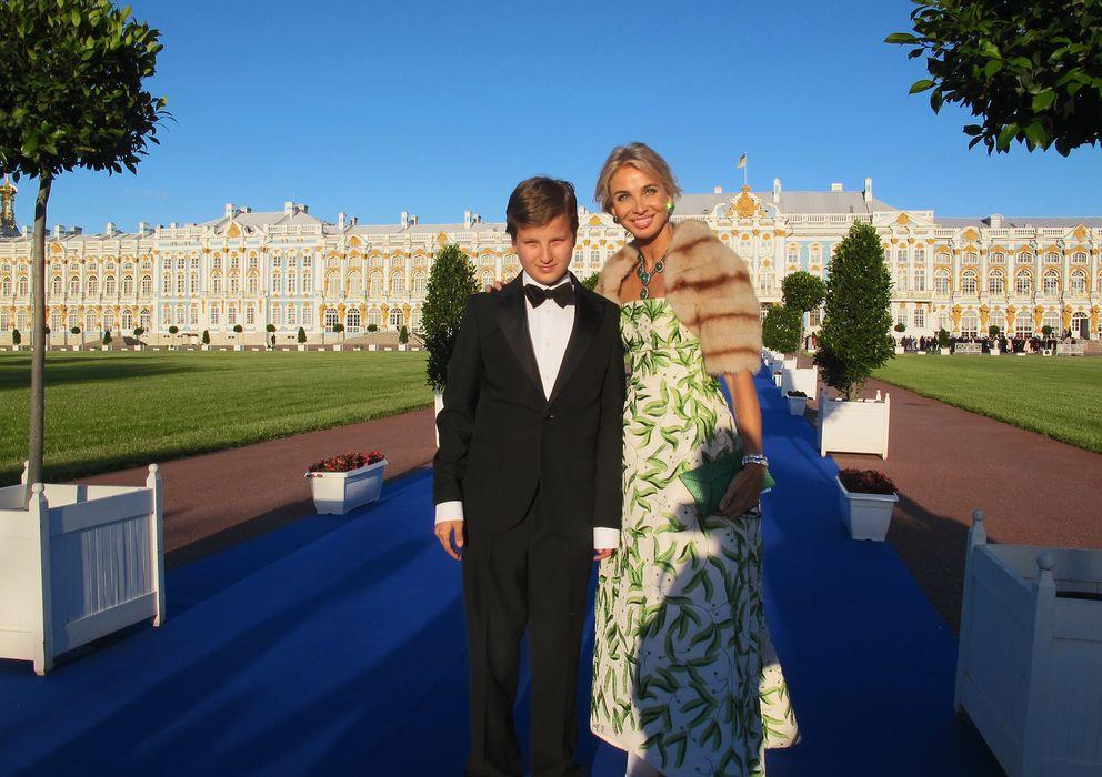 Foto: Corinna con su hijo Alexander en el Palacio de Invierno de Rusia (Getty Images)
