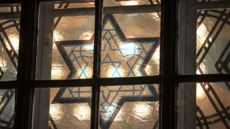 Foto: Estrella de David en la ventana de una antigua iglesia reconvertida en sinagoga en Cottbus (Reuters)
