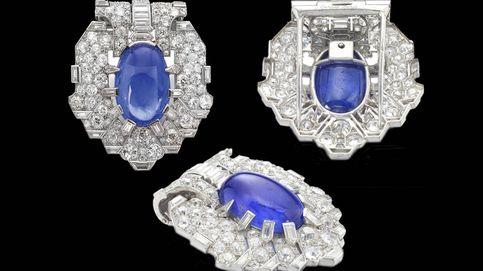 Sale a subasta un broche de zafiros y diamantes muy querido por la reina Victoria Eugenia
