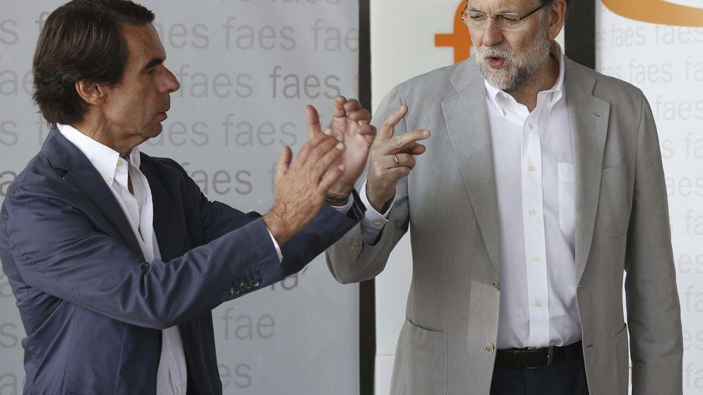 Foto: Mariano Rajoy y José María Aznar en un acto de FAES en 2015. (EFE)