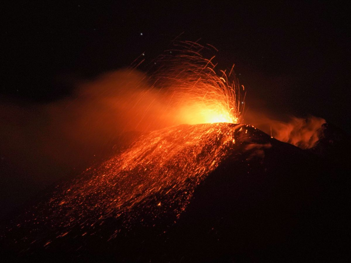 Foto: La anterior erupción del Etna en la noche del 13 de enero. (Reuters)