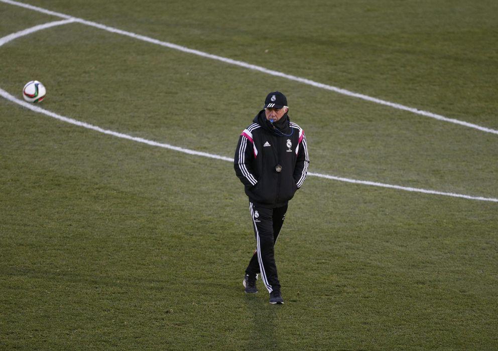 Foto: Carlo Ancelotti en un entrenamiento con el Real Madrid.