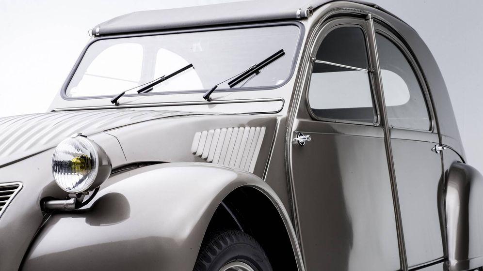 Foto: El clásico Citroën 2 CV cumple 70 años desde su lanzamiento comercial en 1948.