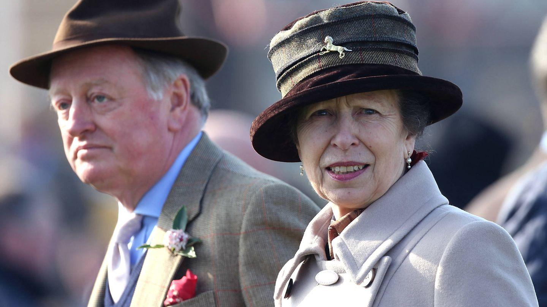 La princesa Ana con Andrew Parker Bowles, en una imagen de archivo. (Getty)