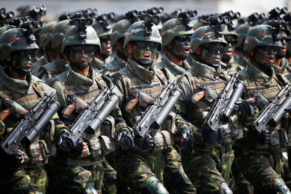 Foto: Miembros de las fuerzas especiales norcoreanas marchan durante el desfile del pasado 15 de abril de 2017. (Reuters)