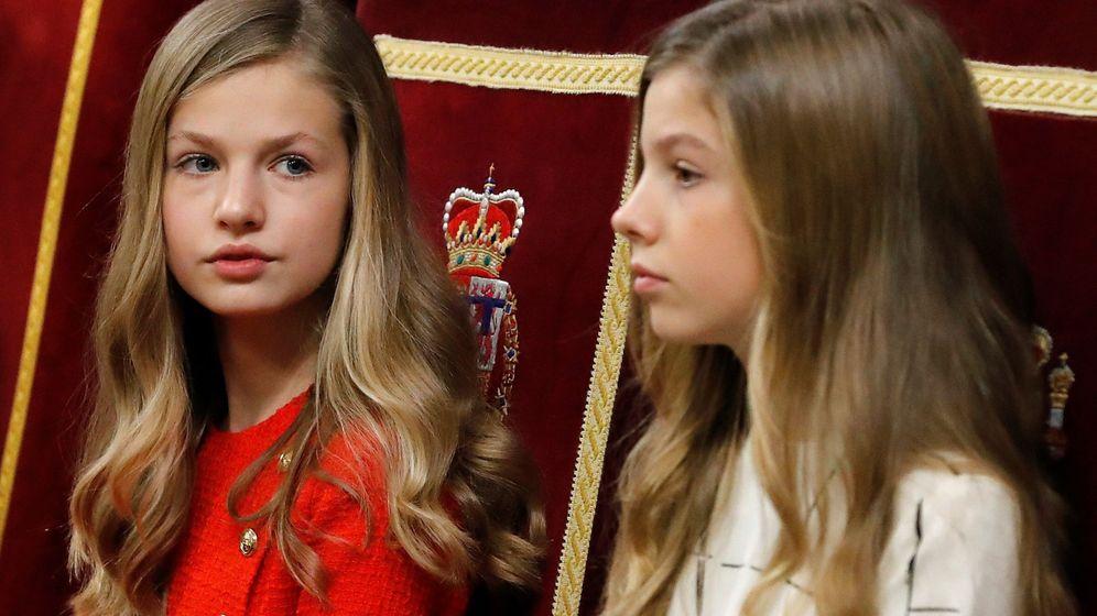 Foto: Leonor y Sofía, en la solemne apertura de las Cortes. (EFE)