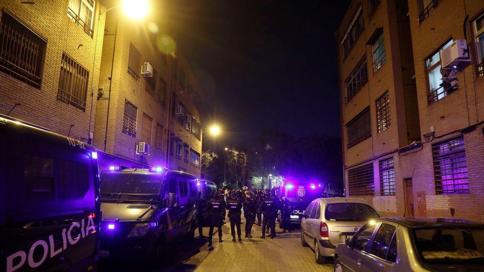 Cuatro policías salvaron a un joven atrapado en un incendio en Madrid anoche