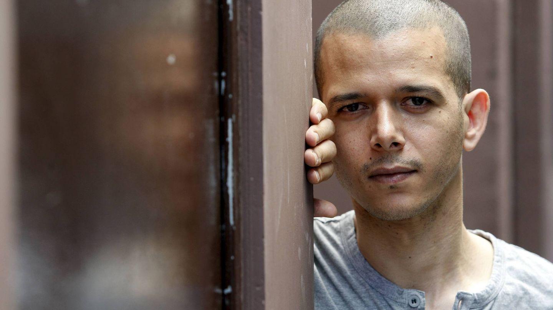 MD11 MADRID, 15/06/09.- El autor marroquí Abdella Taia, primer escritor que confesó su homosexualidad en su país, opción que constituye un delito castigado con la cárcel, durante una entrevista con Efe en la que habló de 'Una melancolía árabe', su último libro publicado en España y en donde narra la realidad de un joven marroquí. EFE/Chema Moya