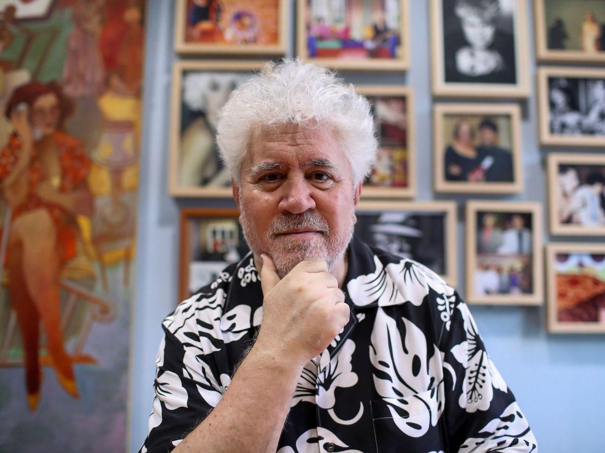 Foto: Pedro Almodóvar, en su despacho de la productora El Deseo en Madrid. (EFE)
