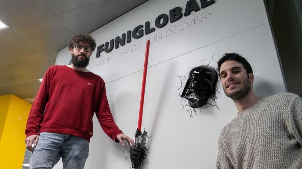 Foto:  Carlos Larraz (d) y Toño Escartín (i), fundadores de la empresa de venta de disfraces on-line Funidelia. (EFE)