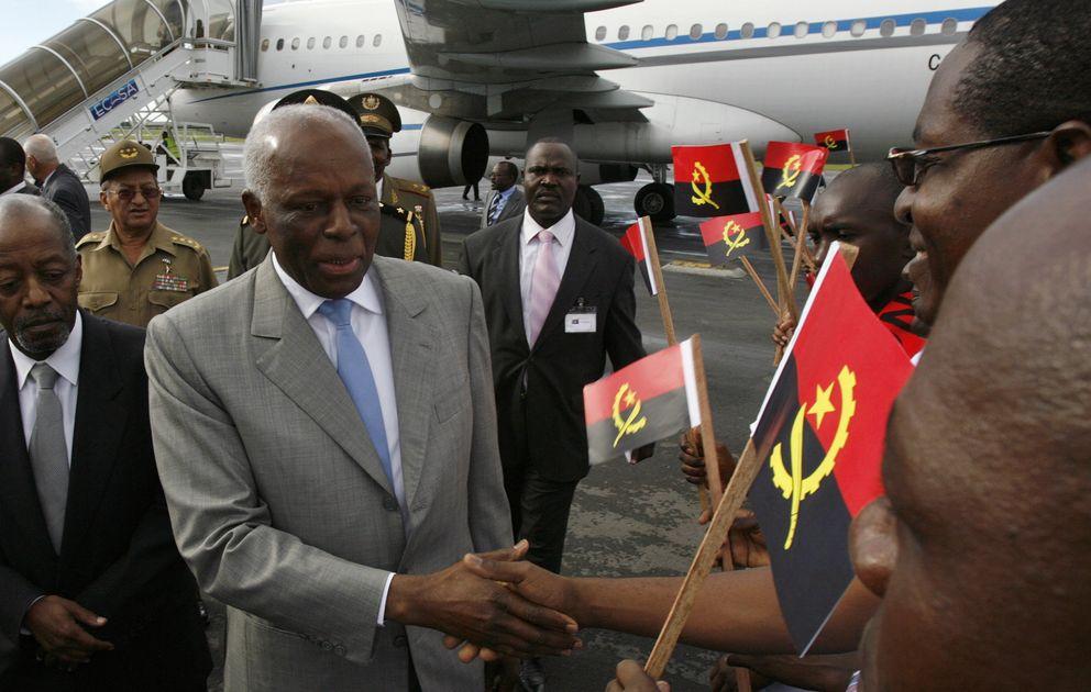 Foto: Jose Eduardo Dos Santos, presidente de Angola, a su llegada al aeropuerto de La Habana, en una imagen de archivo. (Reuters)