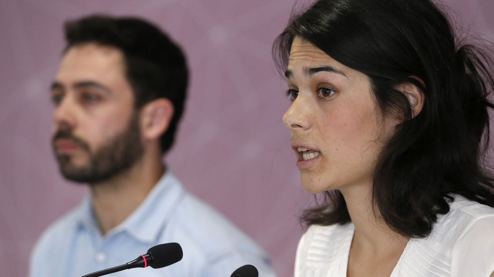 Foto: Isabel Serra (d), durante una rueda de prensa en la sede de Podemos. (EFE)