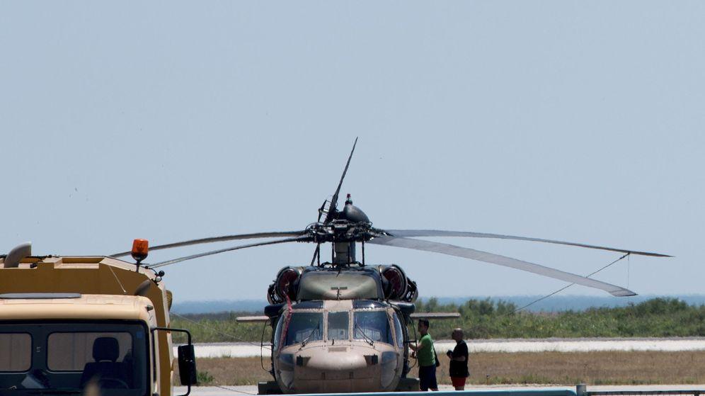 Foto: El 'Blackhawk' que ha aterrizado en Grecia. (EFE)