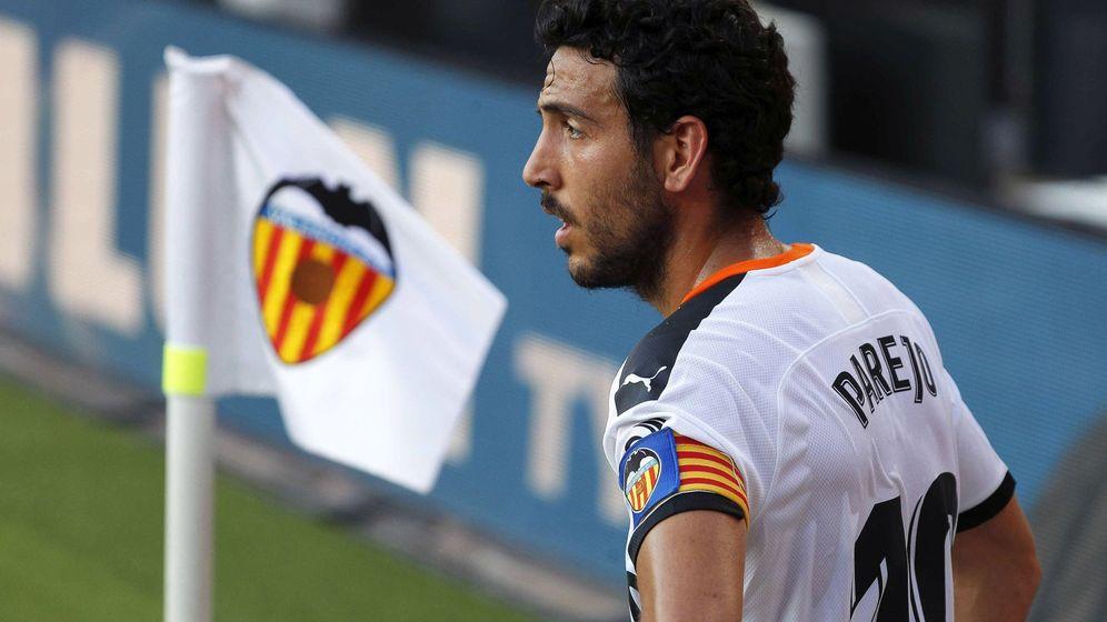 Foto: Dani Parejo durante un partido en Mestalla con el Valencia. (Efe)