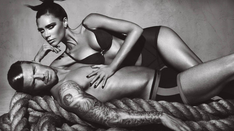 Victoria y David en una imagen para la campaña de Emporio Armani.