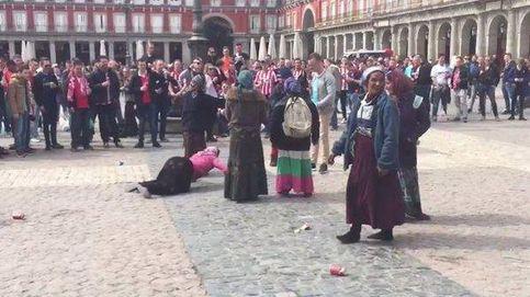 Diligencias contra los hinchas del PSV que humillaron a varias mendigas