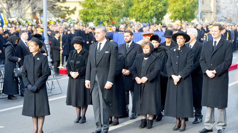 Peleas de gallos, detenciones y traiciones: los dramas de la familia real de Rumanía