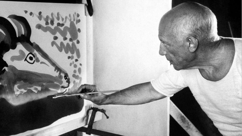 Fotograma cedido por Film Forum donde aparece el pintor español Pablo Picasso, en un momento del documental 'El misterio de Picasso'. (EFE)