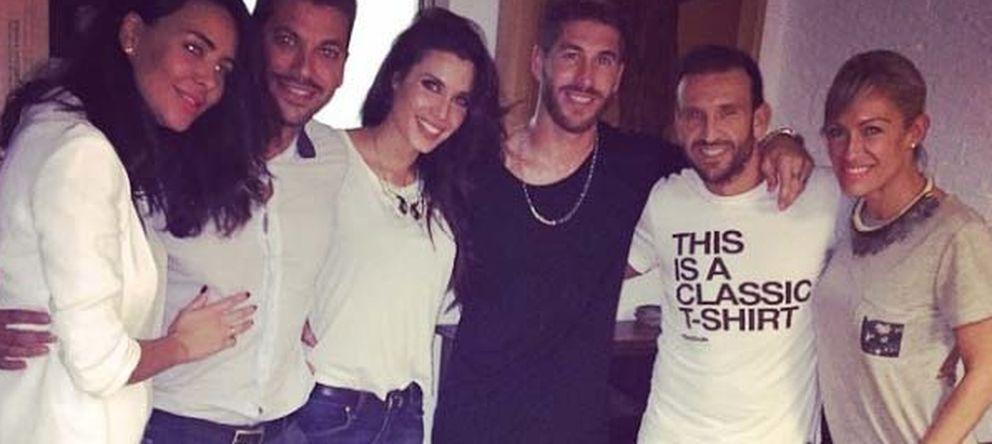 Foto: Vania Millán, René Ramos, Pilar Rubio, Sergio Ramos, Carlos Sánchez y Luján Argüelles (Instagram)