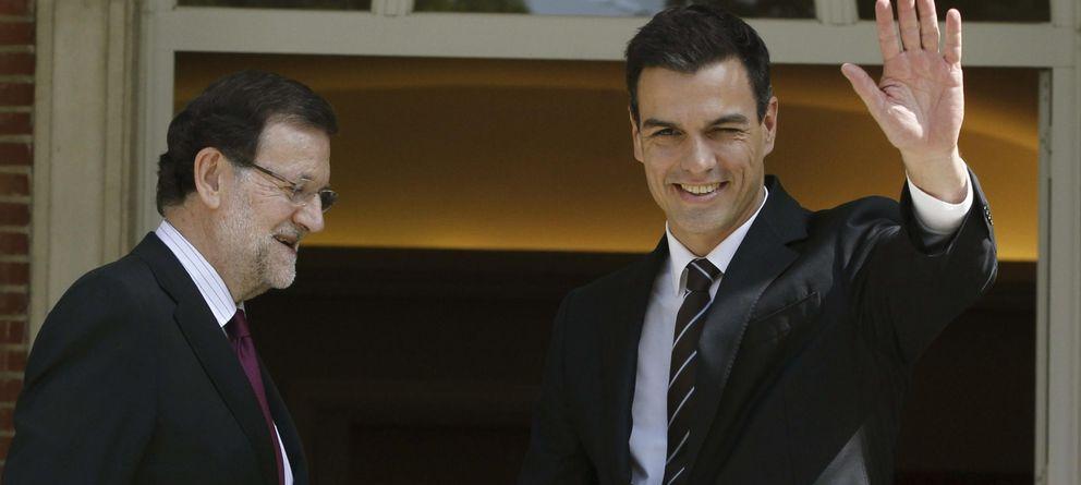 Foto: El presidente del Gobierno recibe a Pedro Sánchez en La Moncloa. (EFE)