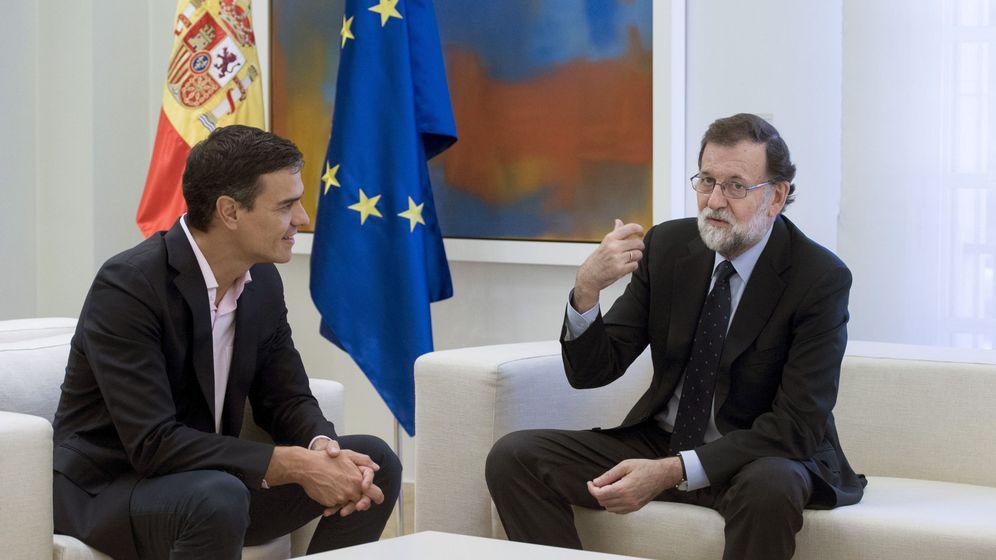 Foto: Mariano Rajoy y Pedro Sánchez, en La Moncloa. (EFE)