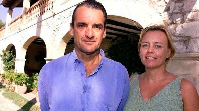 Mario Conde y su esposa, Lourdes Arroyo, en Mallorca. (EFE)