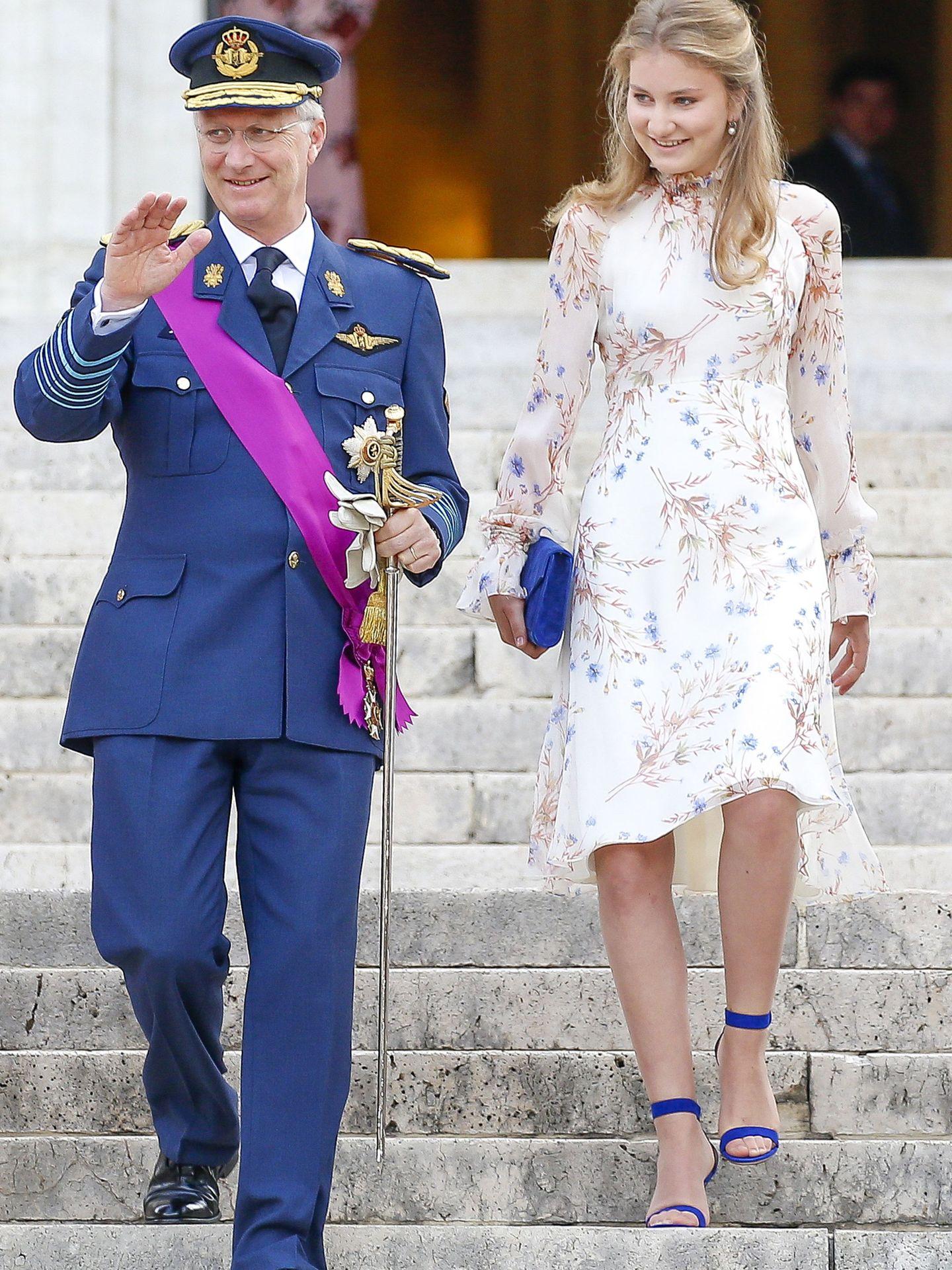 La princesa Elisabeth, junto a su padre, el rey Felipe de Bélgica, en 2019. (Reuters)
