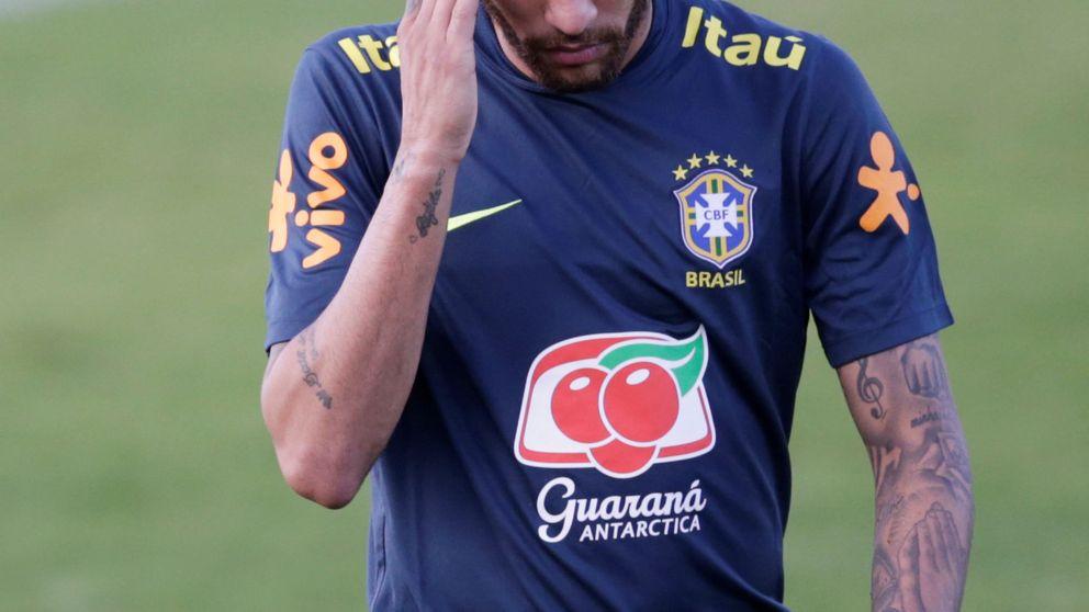 Neymar, denunciado por violación, publica conversaciones privadas con la denunciante